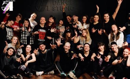 Занятия танцами в студии