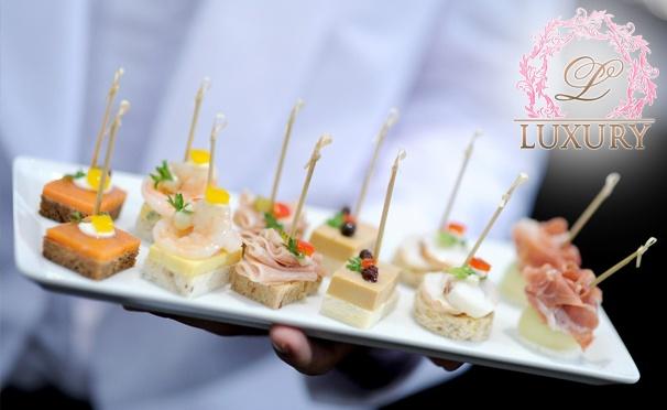 Скидка на Фуршетные сеты с доставкой от выездной компании Luxury Catering: тапас с ростбифом, канапе с сыром, виноградом и мятой, тапас с рататуем и не только! Скидка 50%