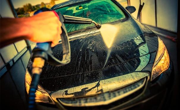 Скидка на Комплексная или экспресс-мойка автомобиля, химчистка салона автомобиля от «Автомойки на Беломорской 20»: уборка салона пылесосом, продувка замков и дверей, чернение резины и не только. Скидка до 82%