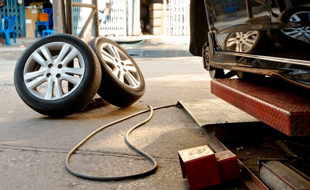Скидка на Комплексная диагностика автомобиля, шиномонтаж четырех колес до R22 в автосервисе Carlson. Скидка до 70%