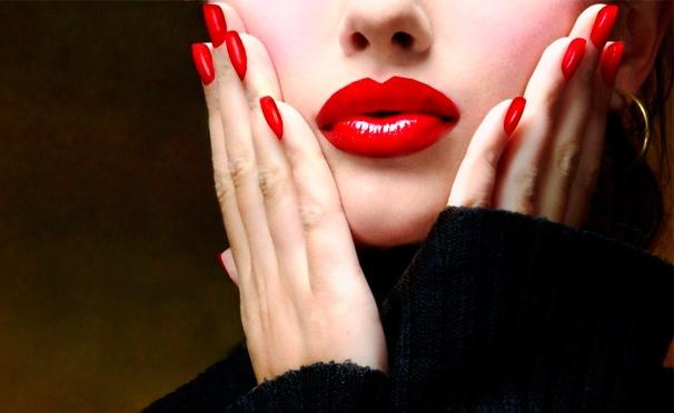 Скидка на Ногтевой сервис в салоне красоты «Каприз»: классический маникюр и педикюр с покрытием лаком или гель-лаком на выбор, а также массаж рук, ступней и парафинотерапия. Скидка до 73%