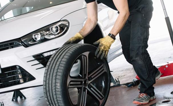 Скидка на Шиномонтаж и балансировка колес, химчистка салона в автосервисе Kolesa-M со скидкой до 82%